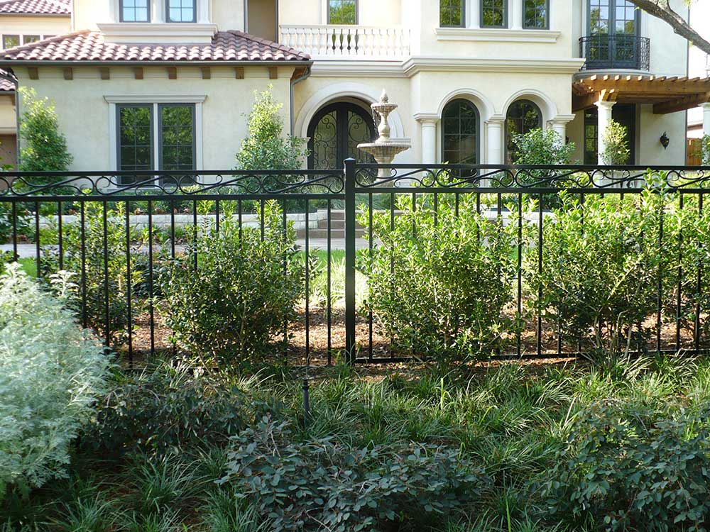 Diy Wrought Iron Fences Should Be Easy To Install
